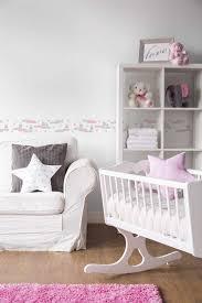 babyzimmer tapete häschen auf wolke 7 für mädchen grau rosa weiß