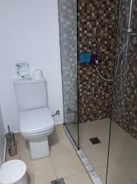 dusche ohne tür bzw zu kurzer glaswand picture of