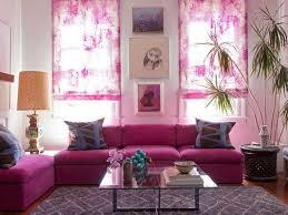 wohnzimmergestaltung in der trendfarbe orchideen lila