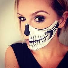 Halloween Half Mask Makeup by Best 25 Pretty Skeleton Makeup Ideas On Pinterest Pretty