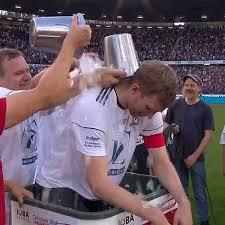 Fußball Per Mertesacker Mit Emotionalem Abschiedsspiel Zum Karriereende