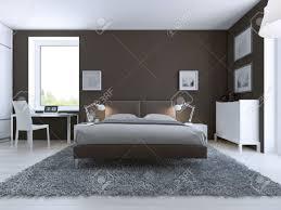elegantes schlafzimmer interieur große gekleidet bett in der mitte auf grauem teppich aus wolle weißen möbeln und dunklen taupo wände 3d übertragen