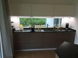 fenetre de cuisine aménagement cuisine et fenêtre panoramique maison deco