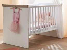 mäusbacher new york babybett mit breiten sprossen mit liegefläche ca 70x140cm babybett mit verstellbarem lattenrost für babyzimmer im dekor
