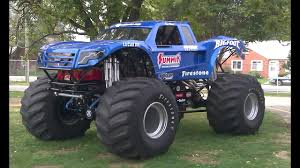 100 Bigfoot The Monster Truck 18 World Record Monster Truck Jump YouTube