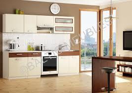 cuisine marron et blanc cuisine blanche mur bleu canard