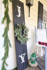 Rustic Christmas Bathroom Sets by Best 25 Christmas Porch Ideas On Pinterest Christmas Porch