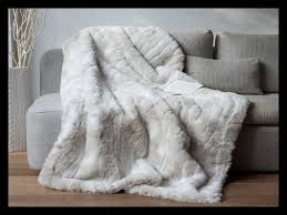 plaids fausse fourrure pour canapé plaid pour fauteuil