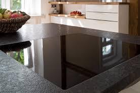 küche mit edler glasfront und granit arbeitsplatte ihr