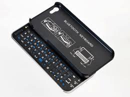 Slide out Bluetooth keyboard case turns iPhone 5 into QWERTY