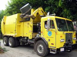 Garbage Trucks: Garbage Trucks Yellow