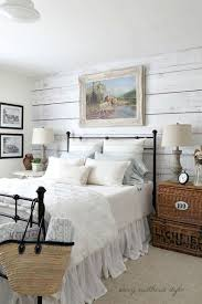 Classic And Vintage Farmhouse Bedroom Ideas 47
