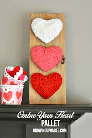 Miss The Christmas Decorations Make This Easy Heart Wood Pallet Craft Yarn Cardboard