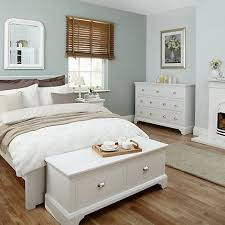 Bedroom Decor On White Furniture