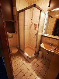 badezimmer nicht topaltuell und modern aber sehr sauber