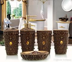 großhandel schwarze farbe harz badezimmer zubehör 5 stück badezimmer sets 1 seifenflasche 1 seifenschale 1 zahnbürstenhalter 2 tassen