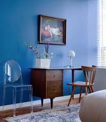 couleur pour bureau chambre couleur peinture bleu en contraste bureau acajou