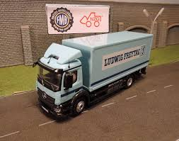 100 Mercedes Box Truck 88004 NZG Benz Antos S Box Truck W Lifting Platform