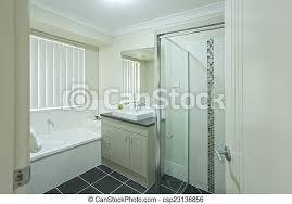 reihenhaus badezimmer modern australische neu canstock