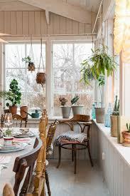 rustikale vintage deko und pflanzen im bild kaufen