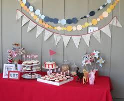 décoration anniversaire adulte idées sur le buffet et le thème