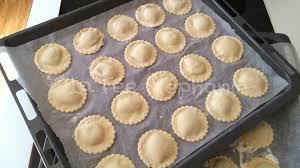raviolis sans oeuf aux artichauts pignons de pin grillés et