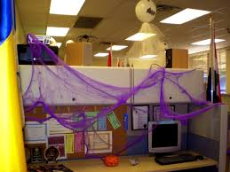 Office Cubicle Halloween Decorating Ideas by Halloween Office Decoration Come With Gost Office Decor And Spider