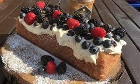 zitronenkuchen mit mascarpone waldfrucht topping