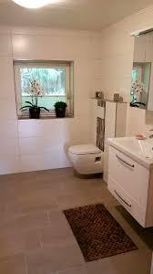 badezimmer gestaltung mit bordüren und schlichten