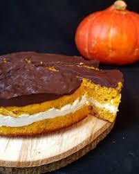 kürbis kuchen mit vanille quark schicht und schokoladen