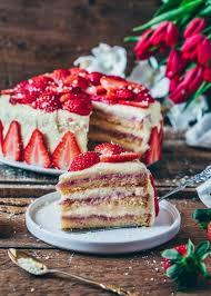 erdbeer creme torte vegan
