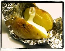 pomme de terre en robe de chambre au four pomme de terre en robe des chs au four cookismo recettes