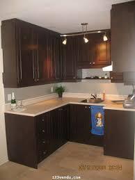 peinturer un comptoir de cuisine restauration d armoire de mélamine