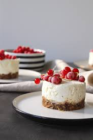 no bake lemon cheesecake mit johannisbeeren i kleid kuchen