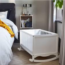 bequemes schlafzimmer mit babybett ikea österreich