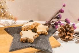 weihnachtsbäckerei weiche zimtsterne mit baiserhaube