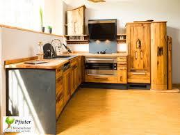 einbauküche aus eiche rustikal langlebigkeit mit ländlichem
