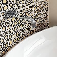 Leopard Bathroom Decorating Ideas by Best 25 Leopard Print Bathroom Ideas On Pinterest Cheetah Print