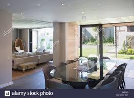 luxus esszimmer offen sonnige terrasse stockfotografie alamy