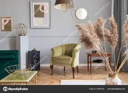 stilvolles und gemütliches wohnzimmer der wohnung interieur