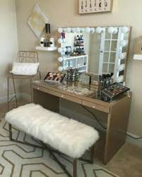 Love This Vanity Makeup Setup