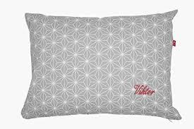 kissen mit name geometrische muster in grau selbst