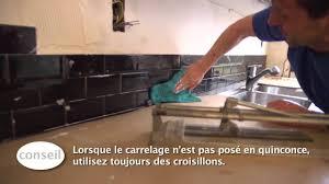 pose carrelage mural cuisine carreler un dosseret de cuisine vidéo bricolage gamma
