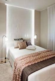 schlafzimmer gestaltung ideen apricot beige braun indirekte