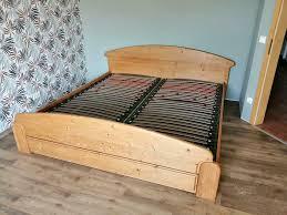 schlafzimmer bett mit kommode