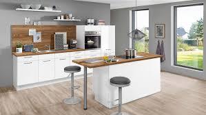 helle küchenzeile mit insel flash nobilia mit front in hochglanz weiß