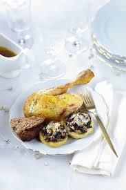 cuisiner le chapon recette chapon farci rôti fonds d artichauts et chignons