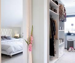 kleines schlafzimmer mit begehbarem kleiderschrank grundriss