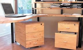 fabrication d un bureau en bois comment fabriquer un bureau avec des caissons bricobistro