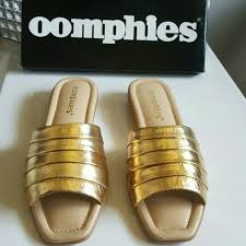 Oomphies Bedroom Slippers by 77 Off Oomphies Shoes Oomphies Women U0027s Destiny In Gold
